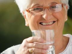 La disfagia o los problemas de deglución en las personas mayores (I): Medidas higiénicas y posturales